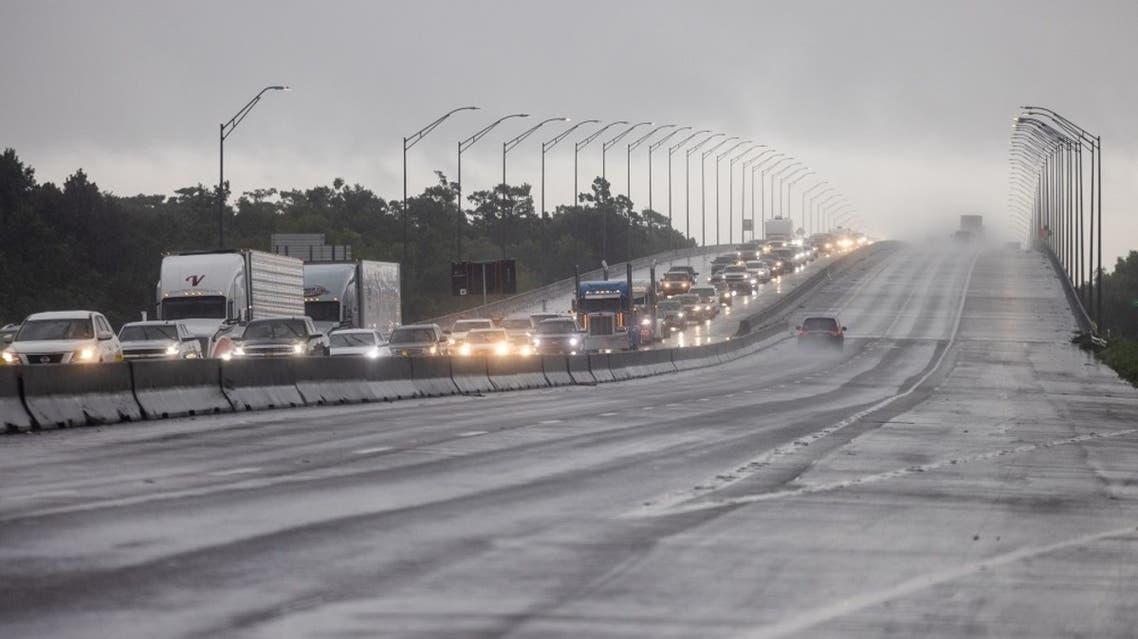 سكان لويزيانا يتجهون إلى تكساس هربا من إعصار إيدا