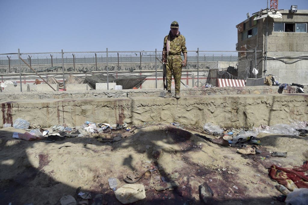 A Taliban fighter stands guard at the site of the August 26 twin suicide bombs, which killed scores of people including 13 US troops, at Kabul airport on August 27, 2021. (File photo: AFP)