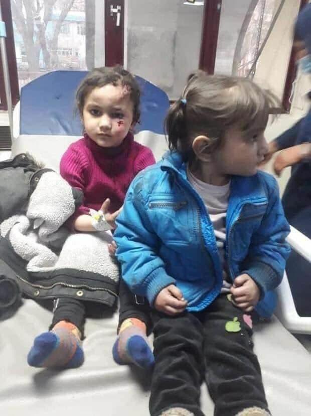طفلتان جريحتان إثر التفجير الإرهابي في كابل