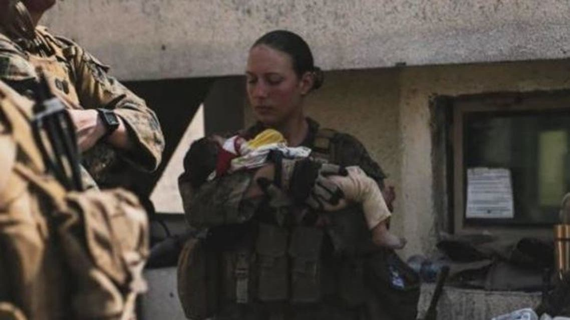 Sgt. Nicole Gee cradled a baby in her arms at the Kabul airport. (Instagram/nicole_gee__)