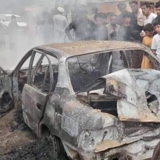 شاهد.. السيارة التي أطلقت الصواريخ نحو مطار كابل تشتعل