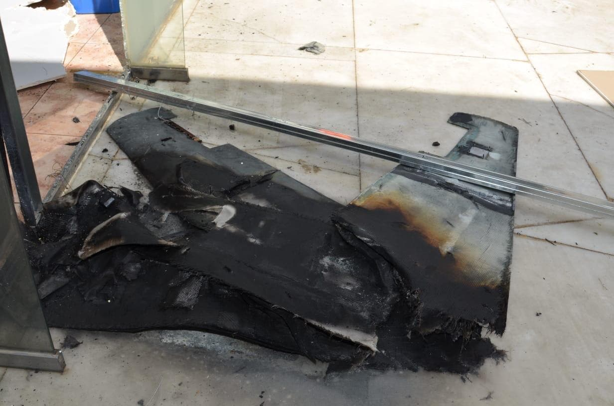 بقایای پهپاد سرنگون شده حوثی در فرودگاه ابها