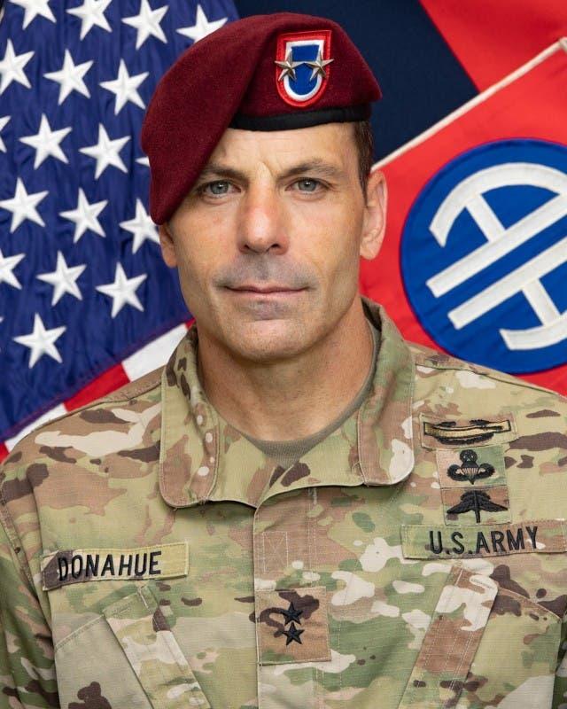 الجنرال كريس دوناهو القائد الميداني للقوات الأميركية في أفغانستان