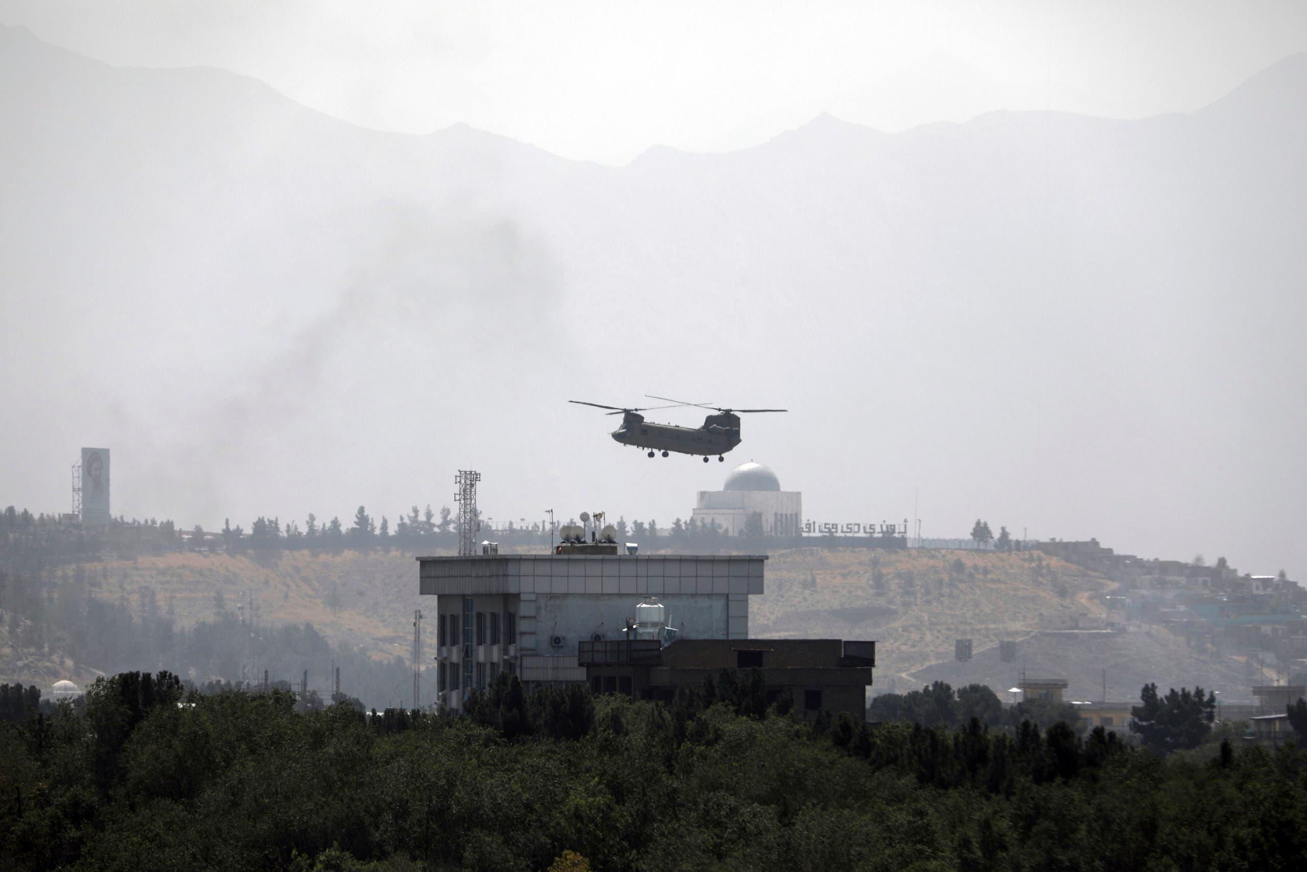 """مروحية فوق مبنى السفارة الأميركية في كابل """"أرشيفية"""""""