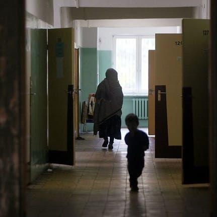 تناولوا فطرا ساما.. مأساة أطفال أفغان على شفير الموت ببولندا