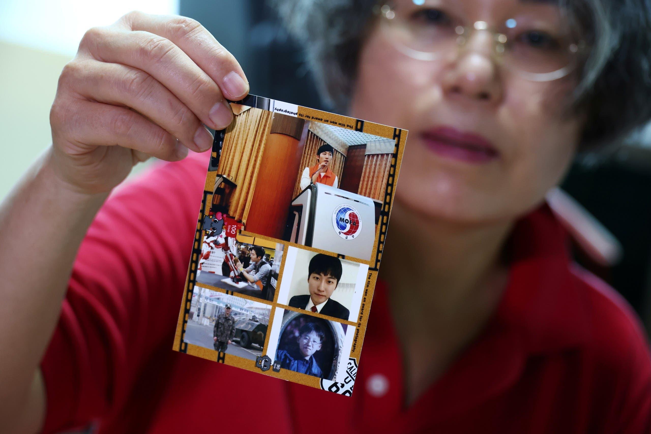 لي نا جيوم  تحمل صور ابنها كوون داي هي