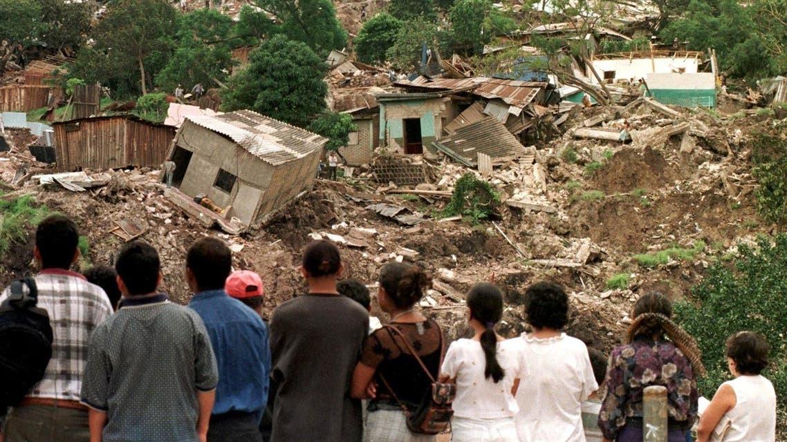 صورة لعدد من المنازل المدمرة بسبب الإعصار ميتش