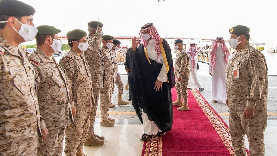 تفقّد نائب وزير الدفاع السعودي الأمير خالد بن سلمان، الثلاثاء، مقر قيادة القوات البرية للوقوف على مستوى الجاهزية.