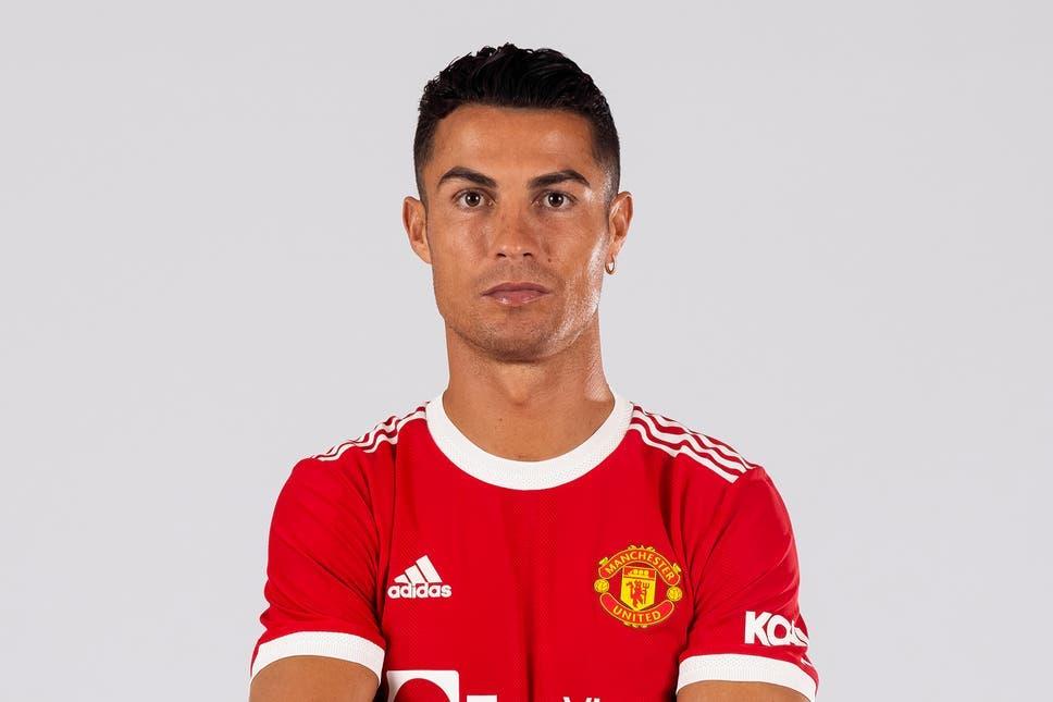 كريستيانو رونالدو عاد إلى فريقه السابق مانشستر يونايتد