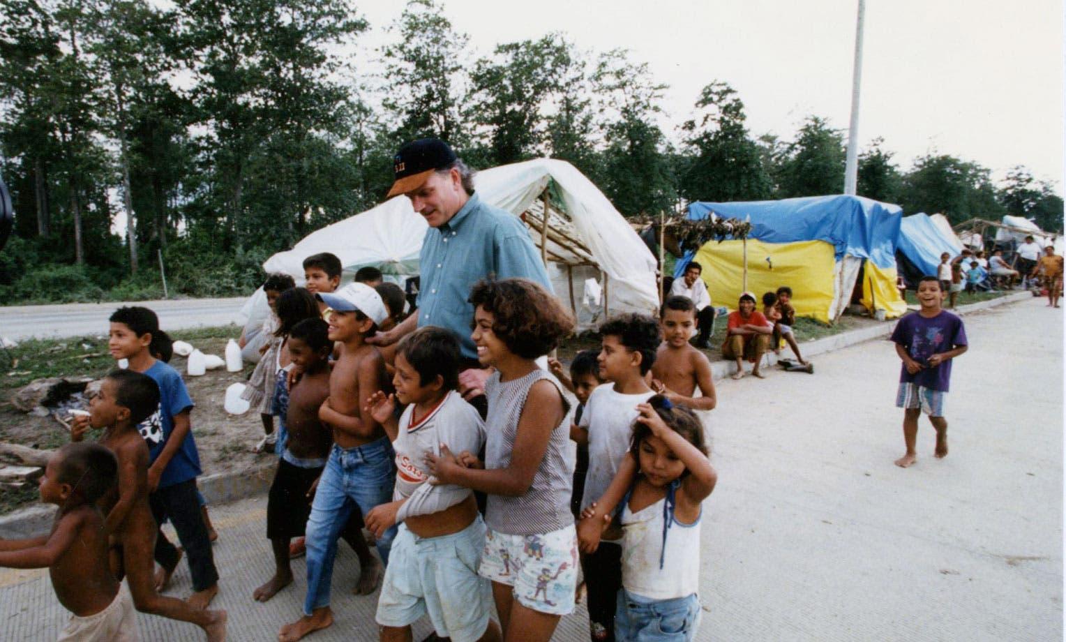 جانب من الأطفال الذين تشردوا بسبب الإعصار ميتش