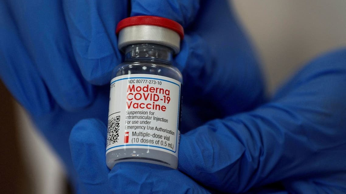 FILE PHOTO: FILE PHOTO: An employee shows the Moderna COVID-19 vaccine at Northwell Health's Long Island Jewish Valley Stream hospital in New York, U.S., December 21, 2020. REUTERS/Eduardo Munoz/File Photo