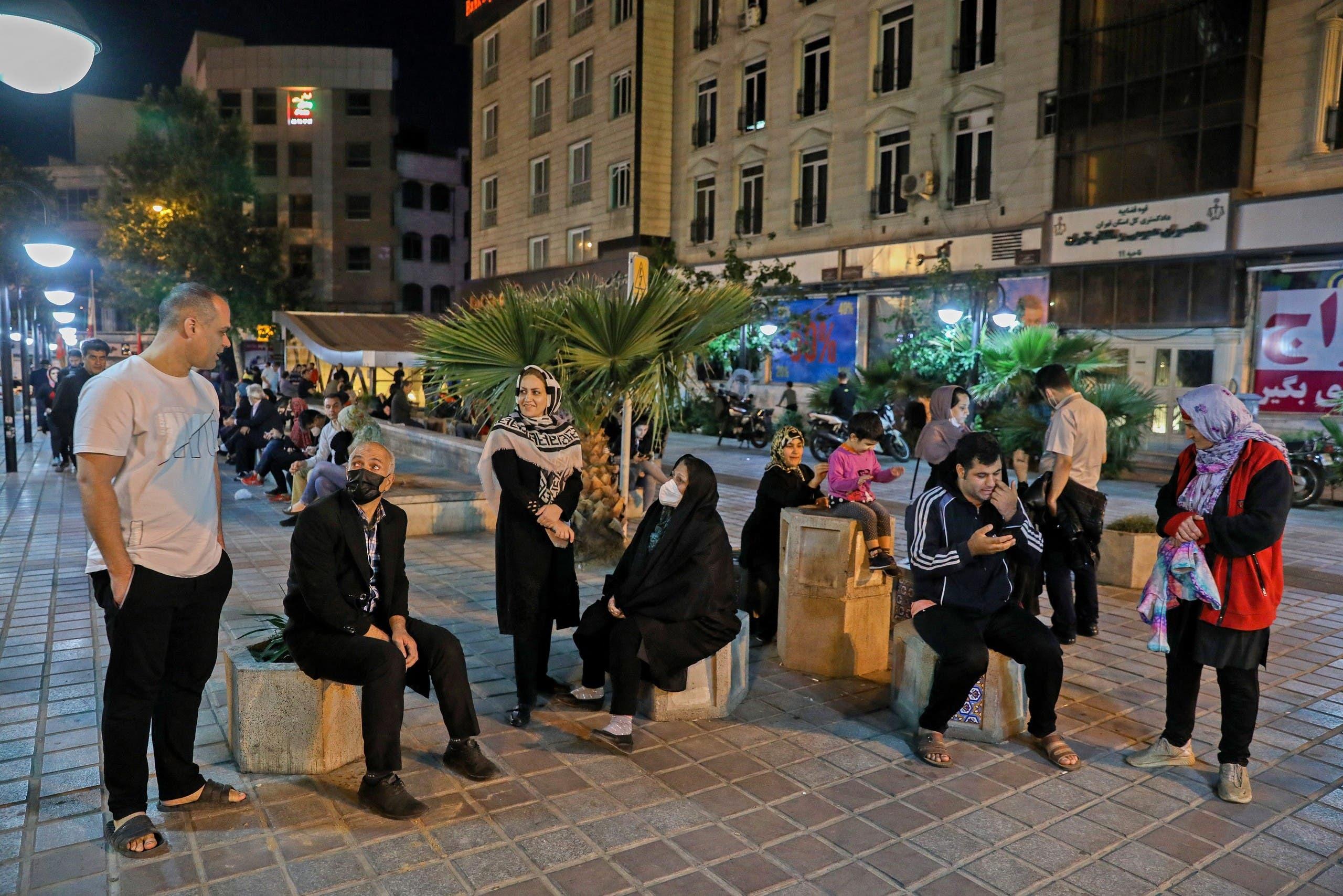 سكان في طهران نزلوا للشارع إثر هزة أرضية في مايو 2020