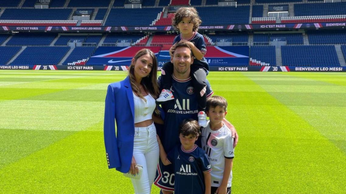 ميسي وعائلته في صورة من حساب زوجته أنتونيلا على إنستغرام