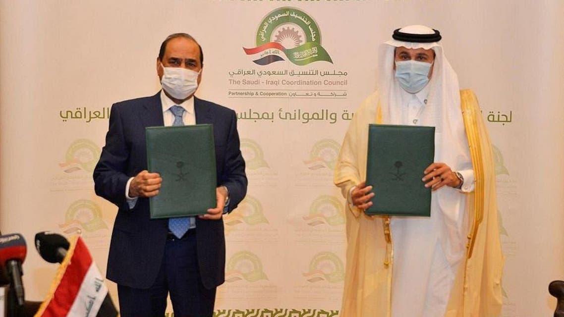Iraqi Minister of Transport Nasser Al-Shibli (L) and Saudi Minister of Transport and Logistic Services Saleh bin Nasser al-Jasser. (SPA)