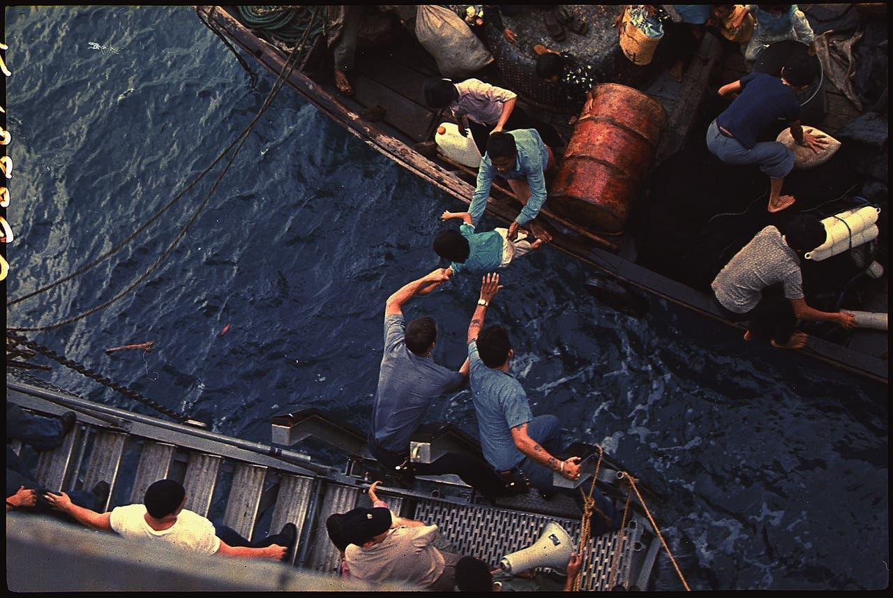 عملية إنقاذ عدد من اللاجئين الفيتناميين