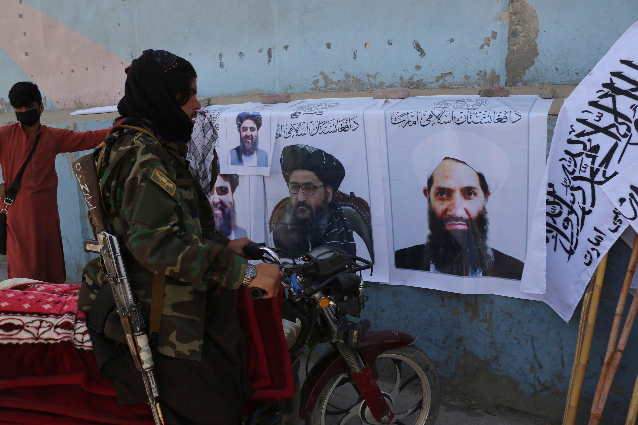 صور لزعماء طالبان  في كابل  (أرشيفية- رويترز)