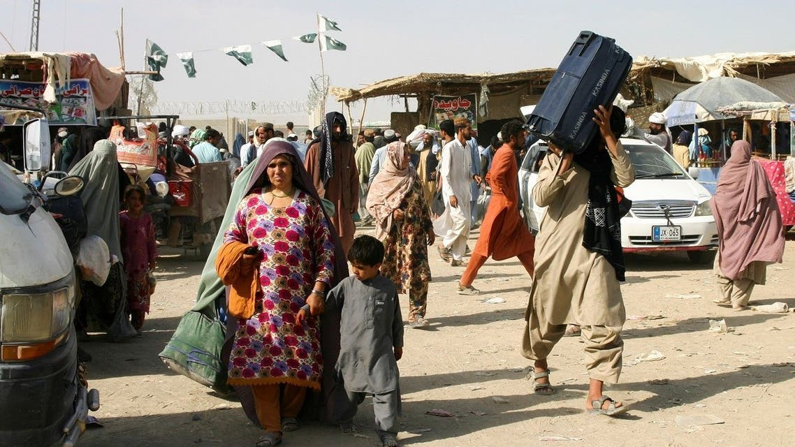 Members of a family from Afghanistan with their belongings cross into Pakistan, Sept. 3, 2021. (Reuters)