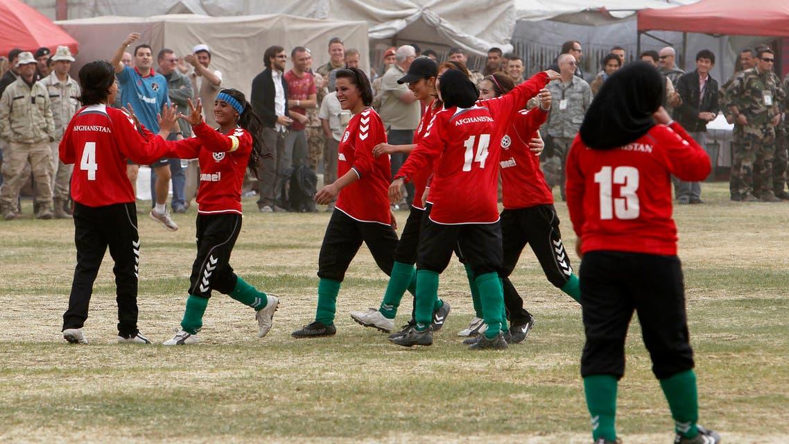 فريق القدم النسائي (أرشيفية - رويترز)
