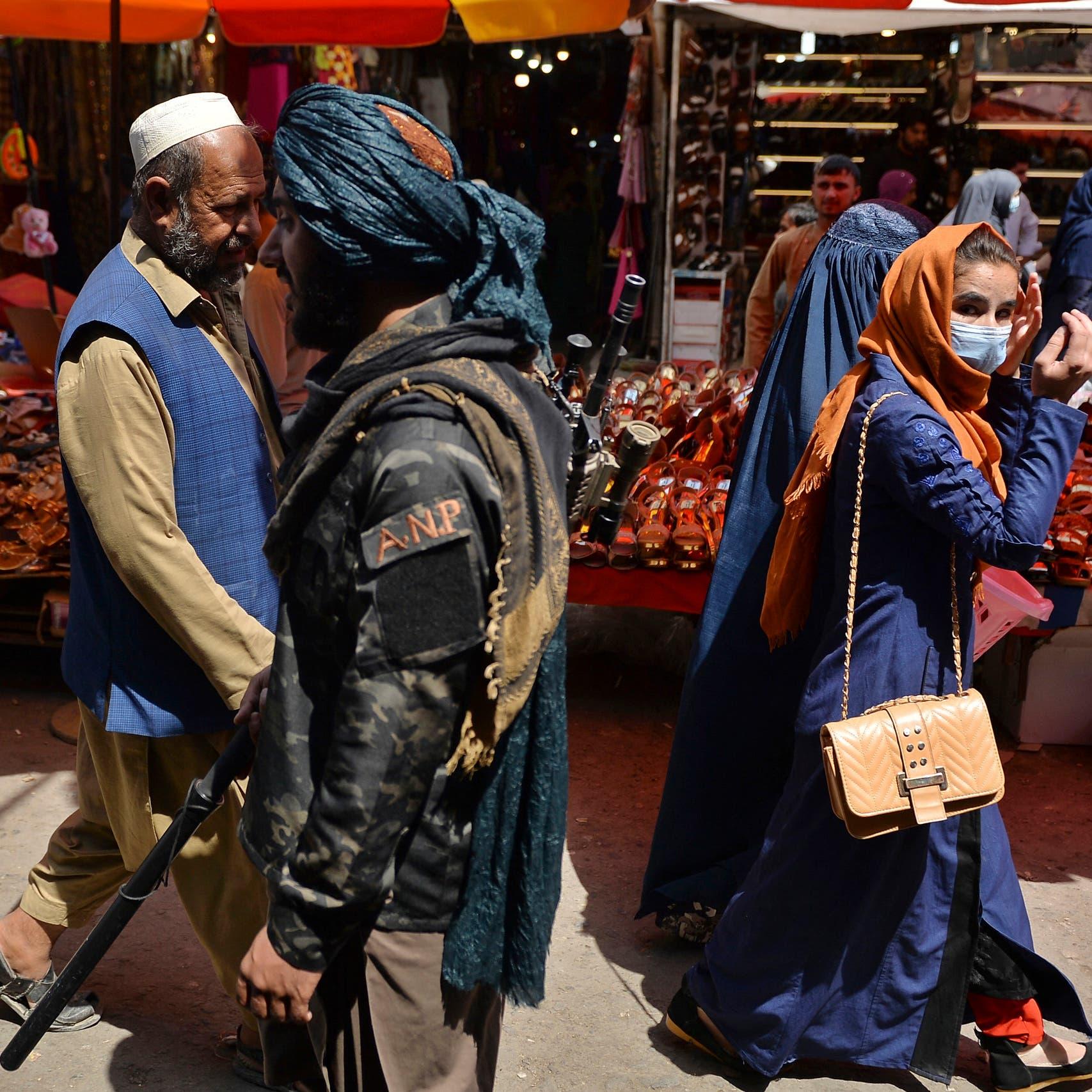 أميركا تسمح بمساعدات للأفغان.. وتمنعها عن حكومة طالبان