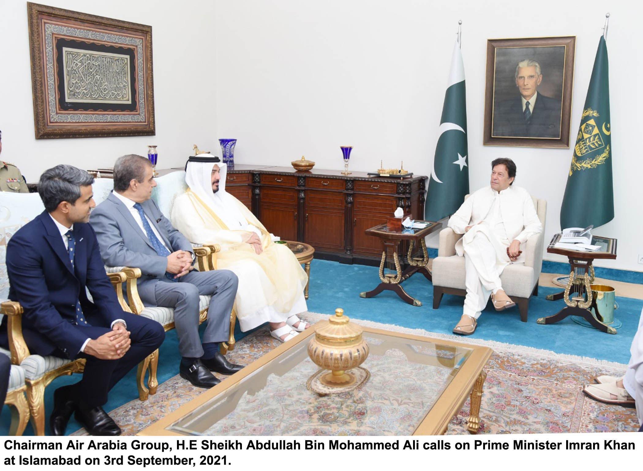 ائیر عربیہ گروپ کے سربراہ شیخ عبداللہ بن محمد علی وزیر اعظم عمران خان سے ملاقات کر رہے ہیں