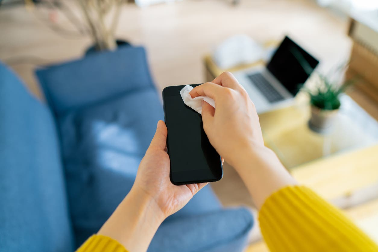 أهمية تنظيف الهاتف الجوال
