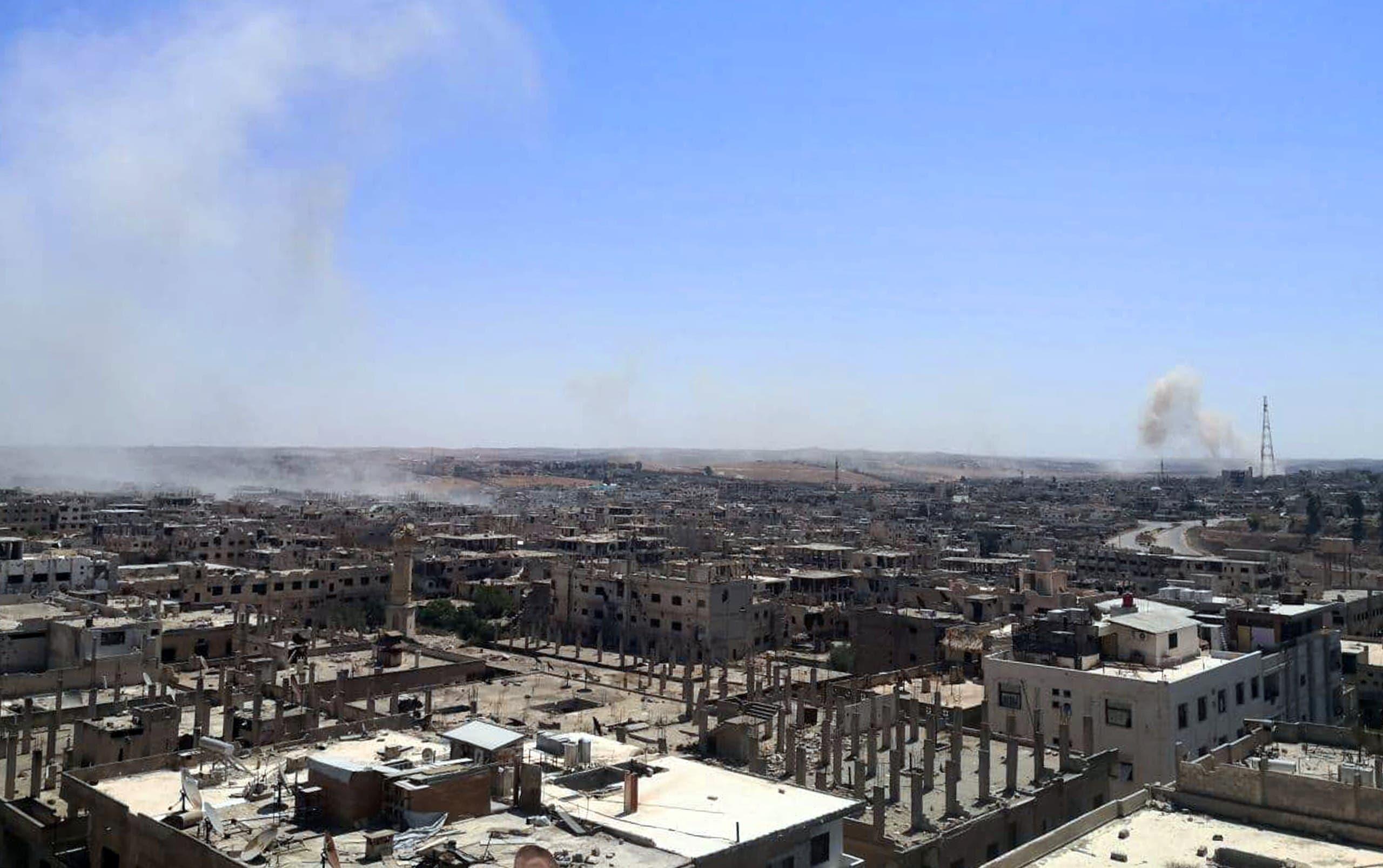 دخان معارك يتصاعد من درعا (أرشيفية)