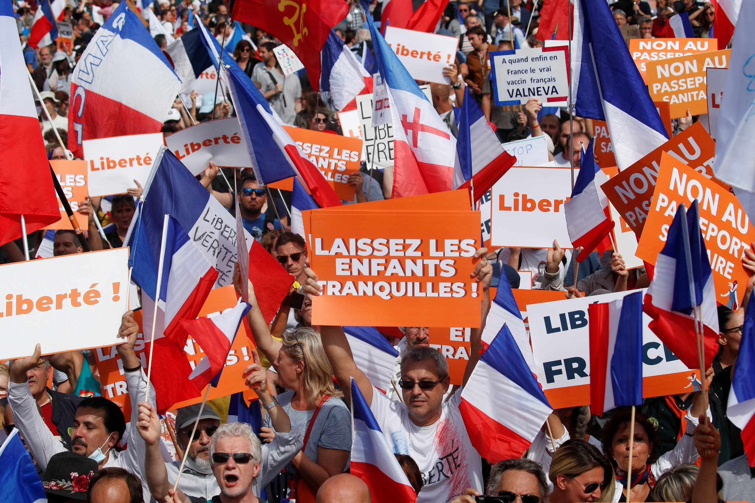 In France, the protest against the health permit continues, but the numbers drop