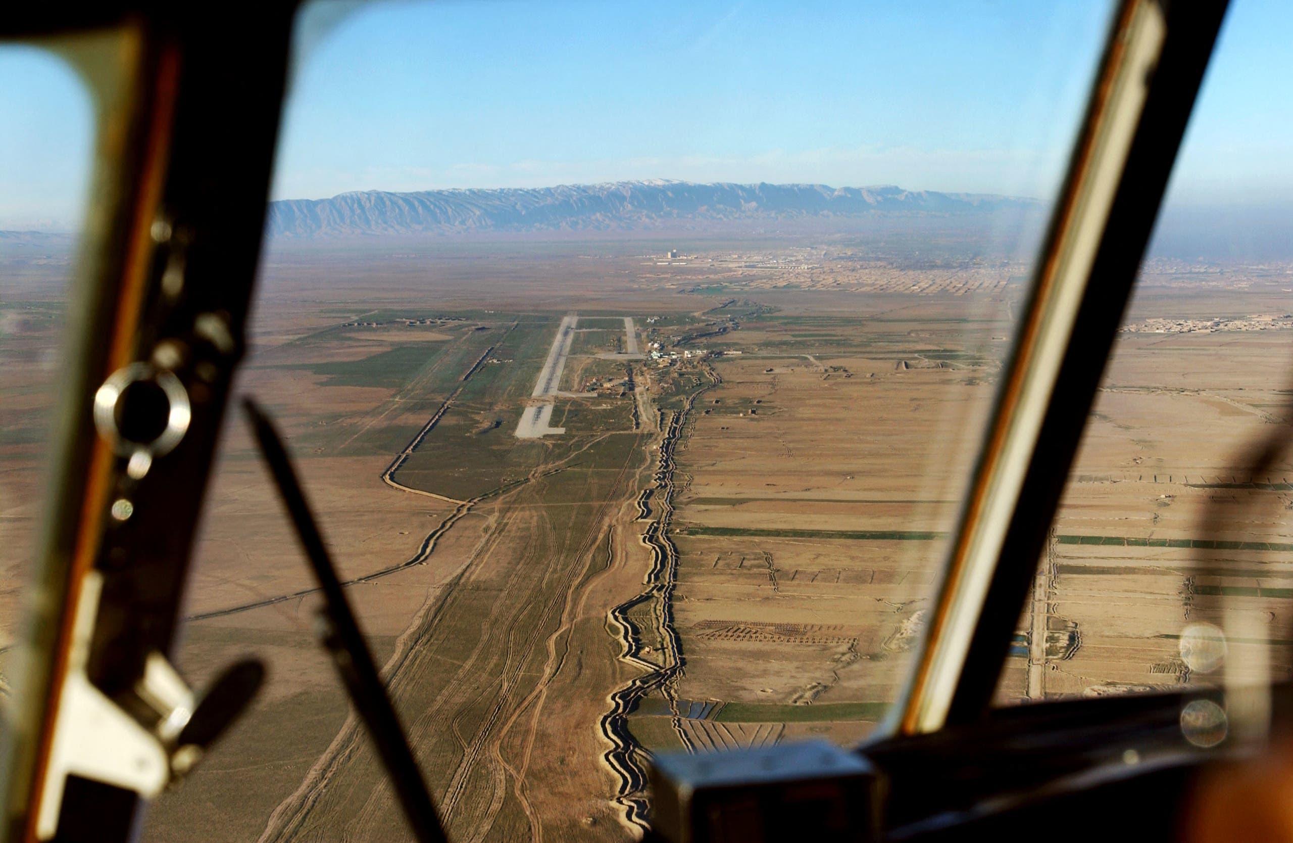 مدرج مطار مزار الشريف (أرشيفية)