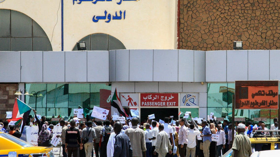 Sudanese aviation professionals rally in support of civilian rule at Khartoum airport in the capital on May 27, 2019. (AP)