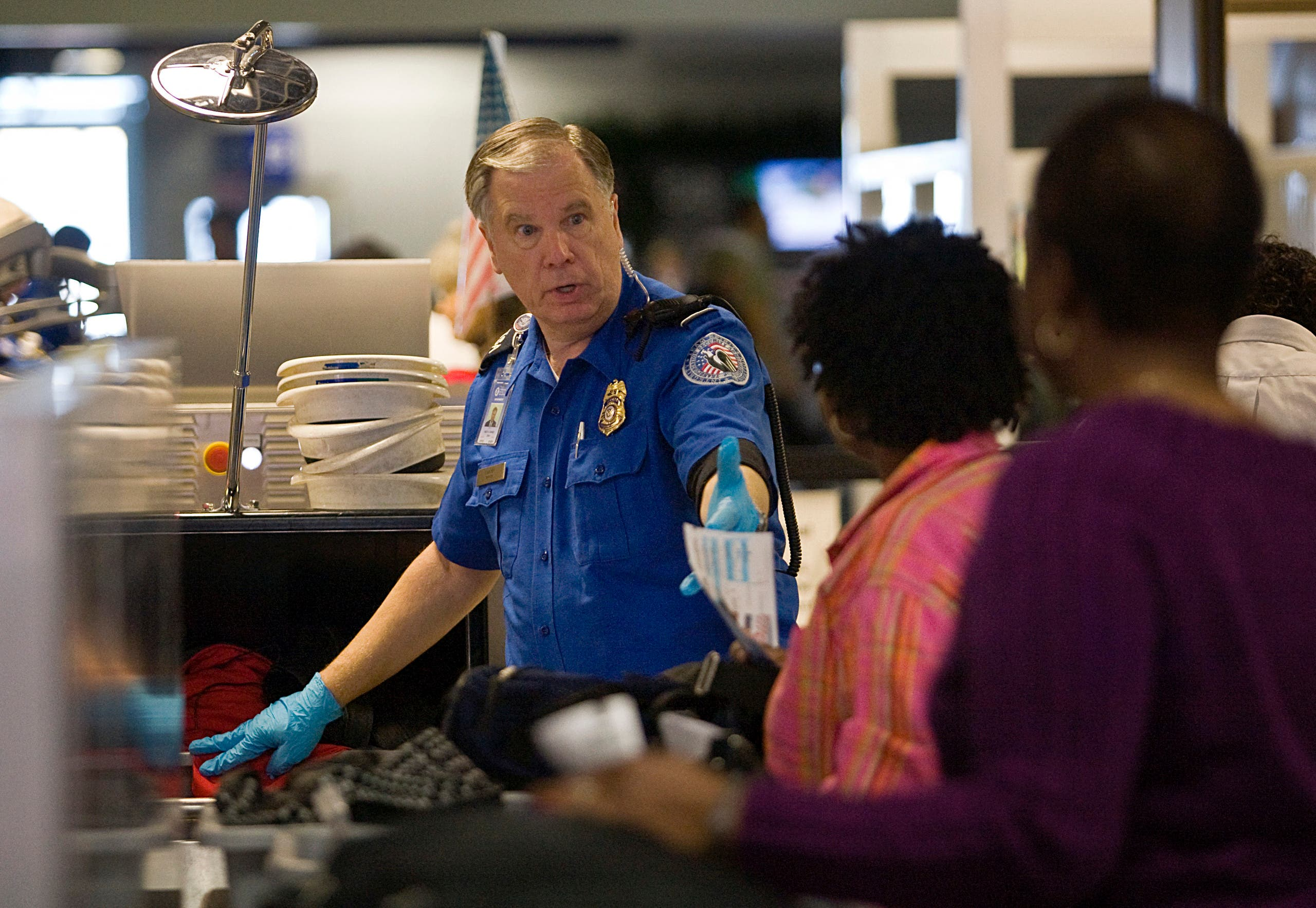 A TSA officer screens airline passengers in Terminal C at Dallas/Fort Worth International Airport December 27, 2009. (AFP)