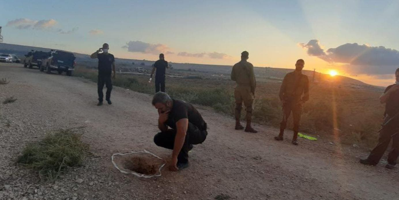 Israeli police look at a tunnel which Palestinian prisoners used to escape a high-security jail. (Twitter)