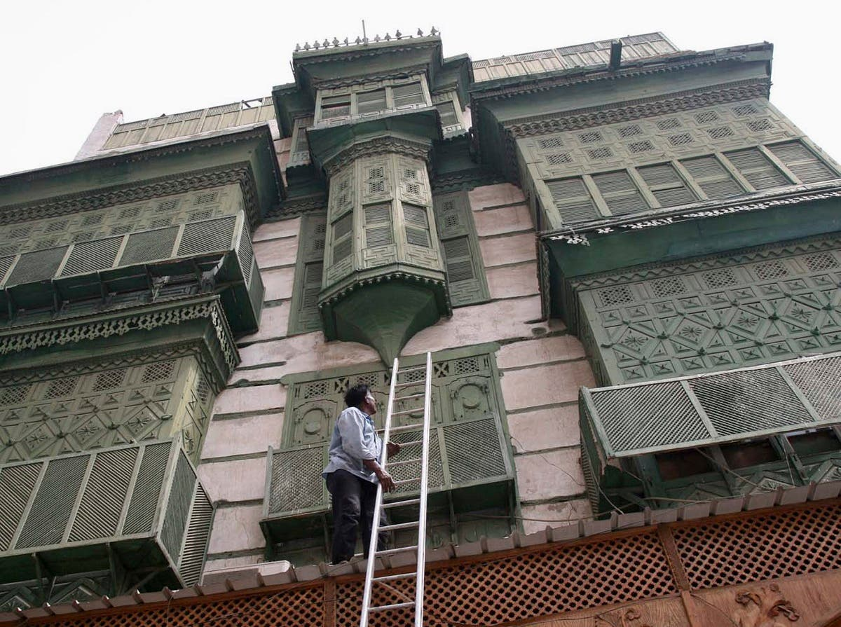 A view of an old building in the center of the Red Sea city of Jeddah May 24, 2007. Saudi Arabia is hoping that the United Nations will step in to help save the historical old city of Jeddah, whose unique Red Sea architecture is in danger of disappearing. (Reuters)
