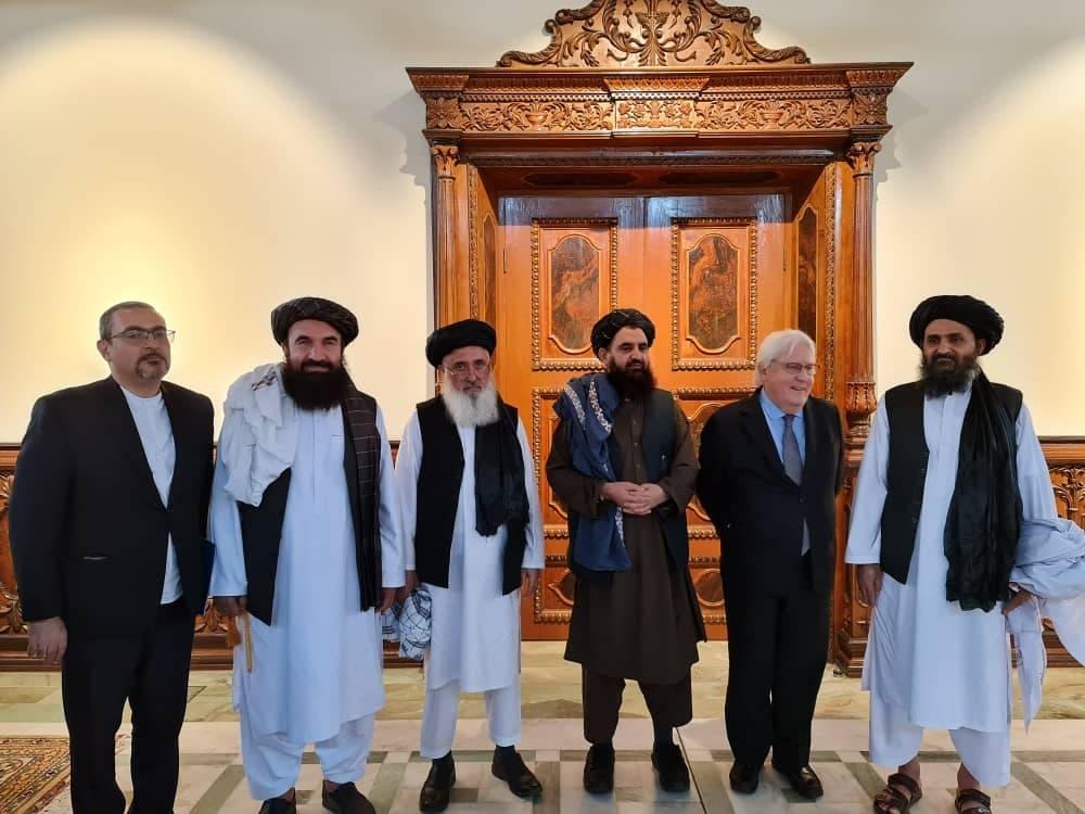 مارتن غريفثس مع قادة طالبان