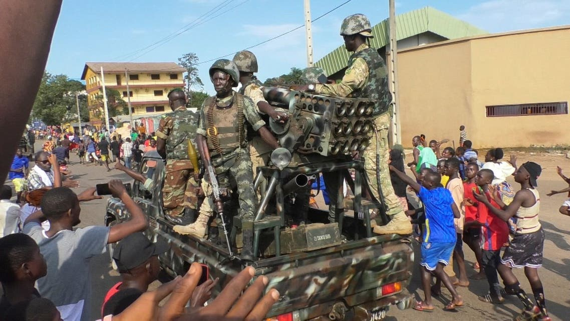Residents cheer at army soldiers as they celebrate the uprising in Conakry, Guinea September 5, 2021. (Reuters)