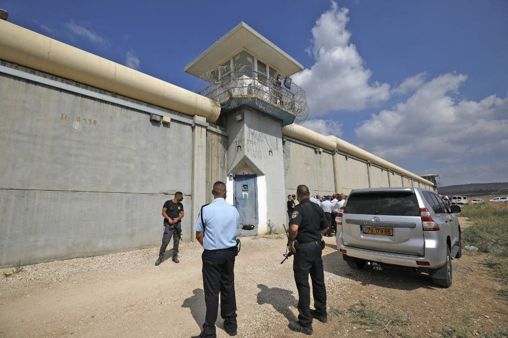 Prisoner fell asleep .. New escape of Palestinian prisoners