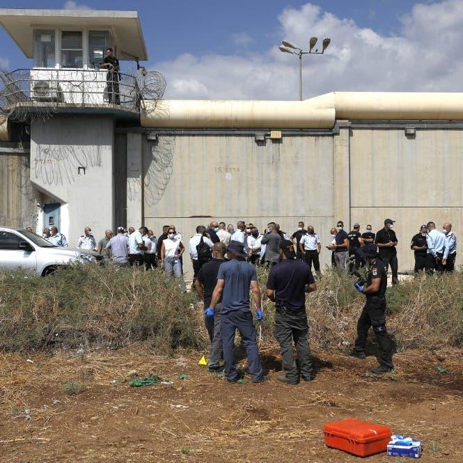 """غليان في سجن """"جلبوع"""".. وإسرائيل تلاحق عائلات الأسرى"""