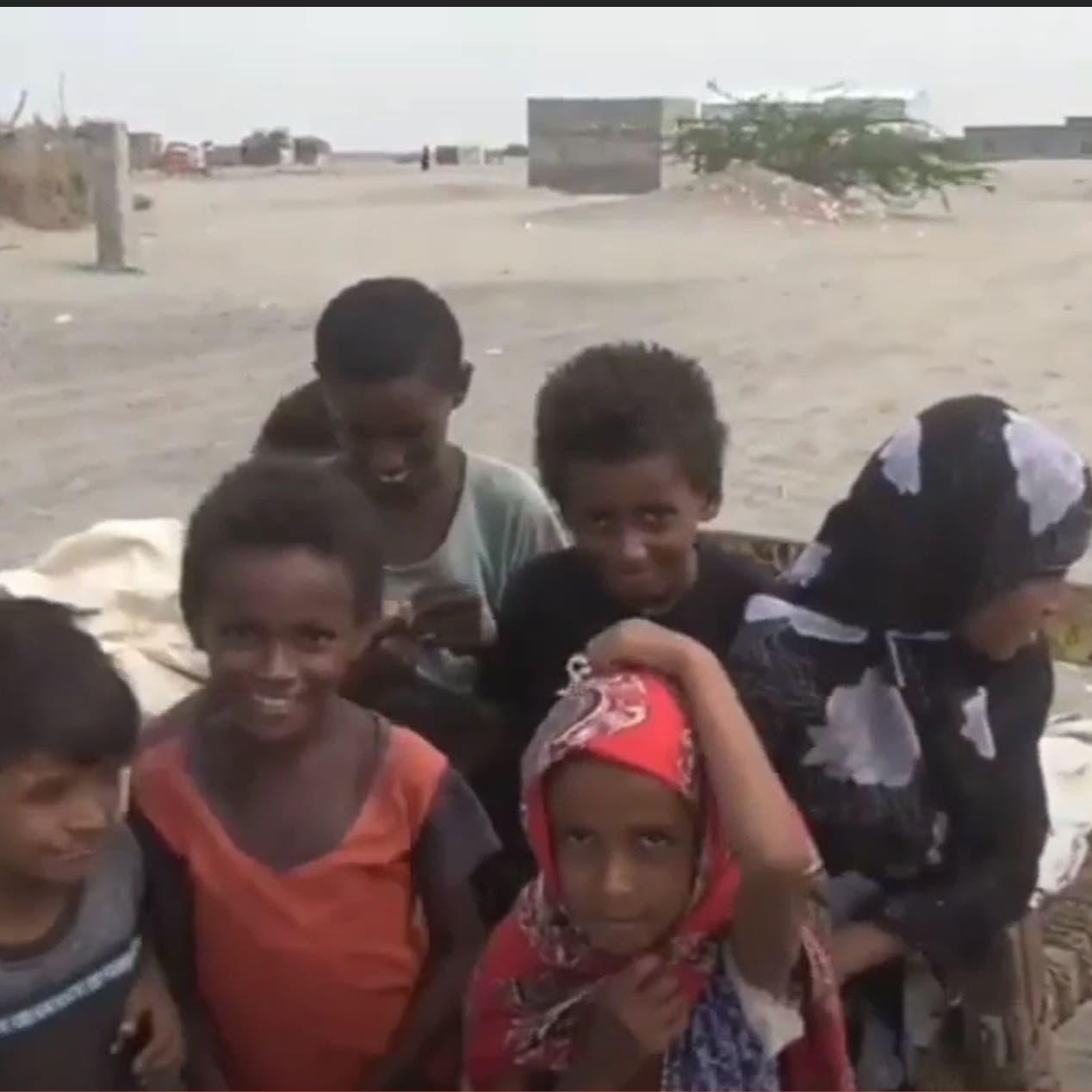 شاهد.. موجة نزوح جديدة لأسر جراء قصف حوثي غرب اليمن