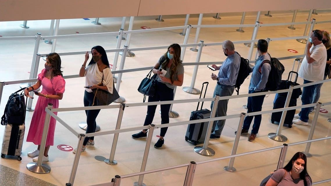 Travelers wait to clear the security check point at Love Field airport in Dallas. (File photo: AP)