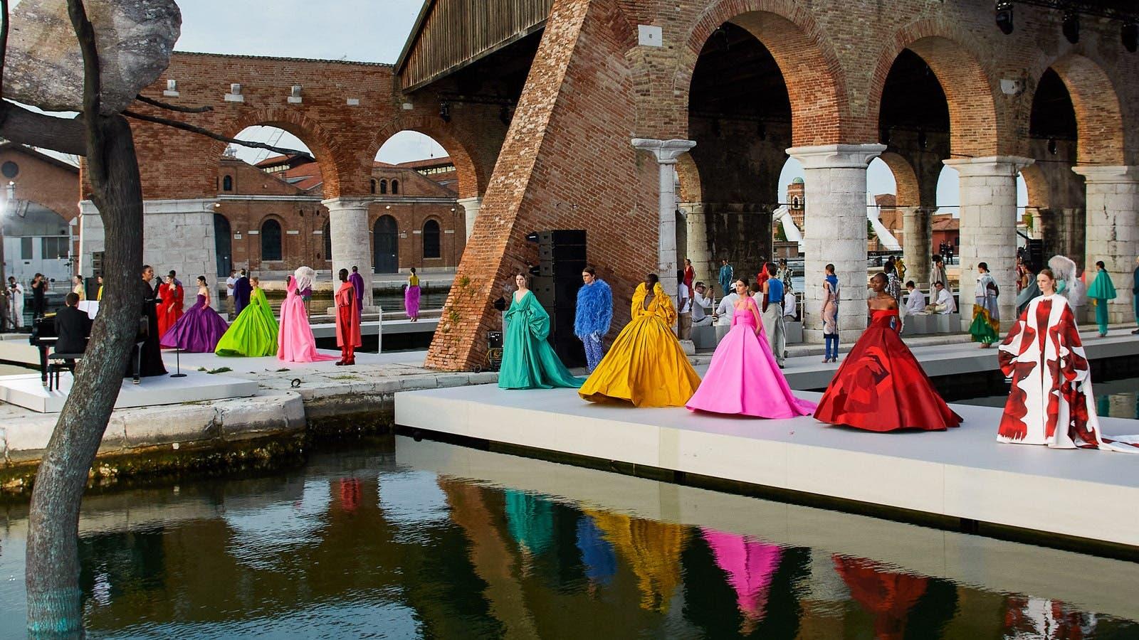 من عرض فالنتينو للأزياء الراقية الخاصة بخريف2021