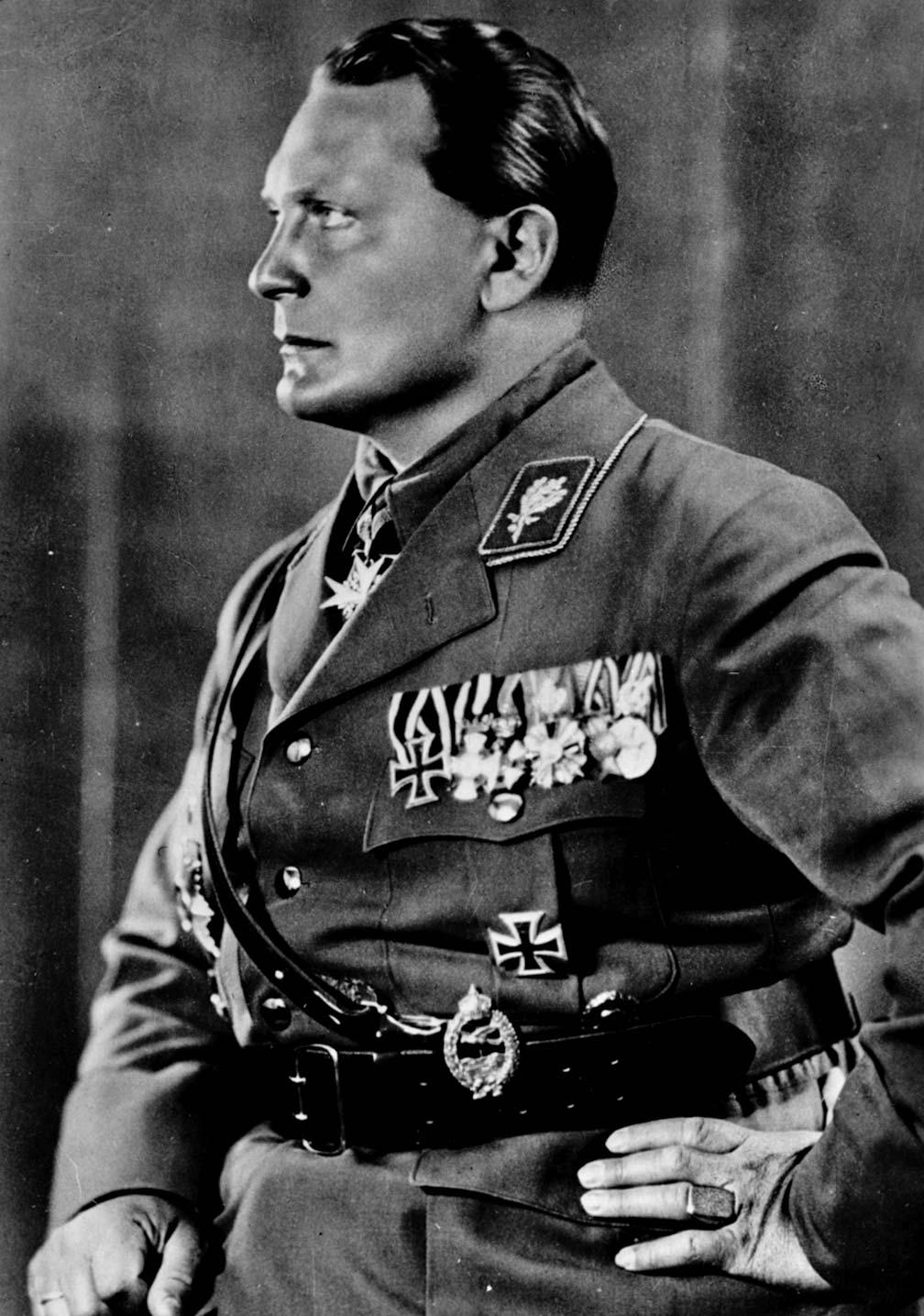 صورة لقائد سلاح الجو الألماني هرمان غورينغ