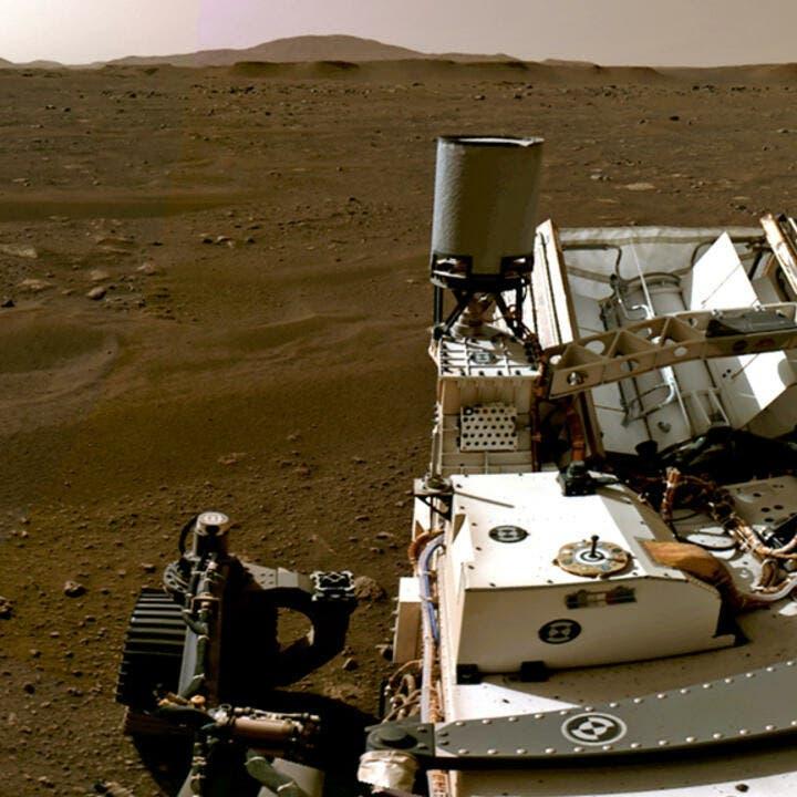 روبوت يستخرج عينتين من صخرة على المريخ يرجح أنها بركانية