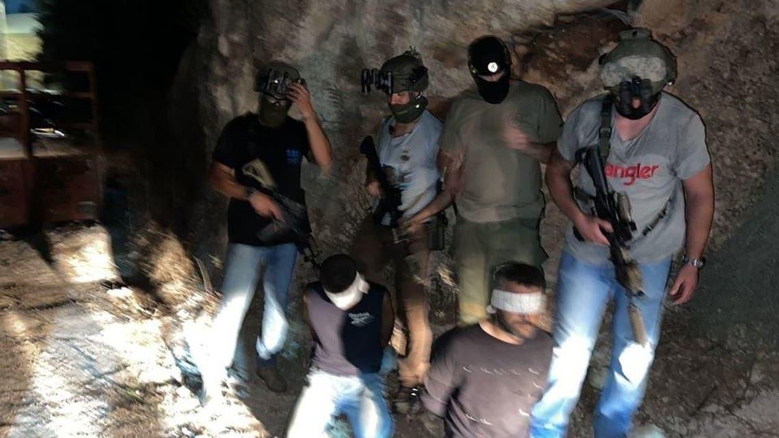 لحظة اعتقال الأسيرين الفلسطينيين زكريا الزبيدي ومحمد العارضة