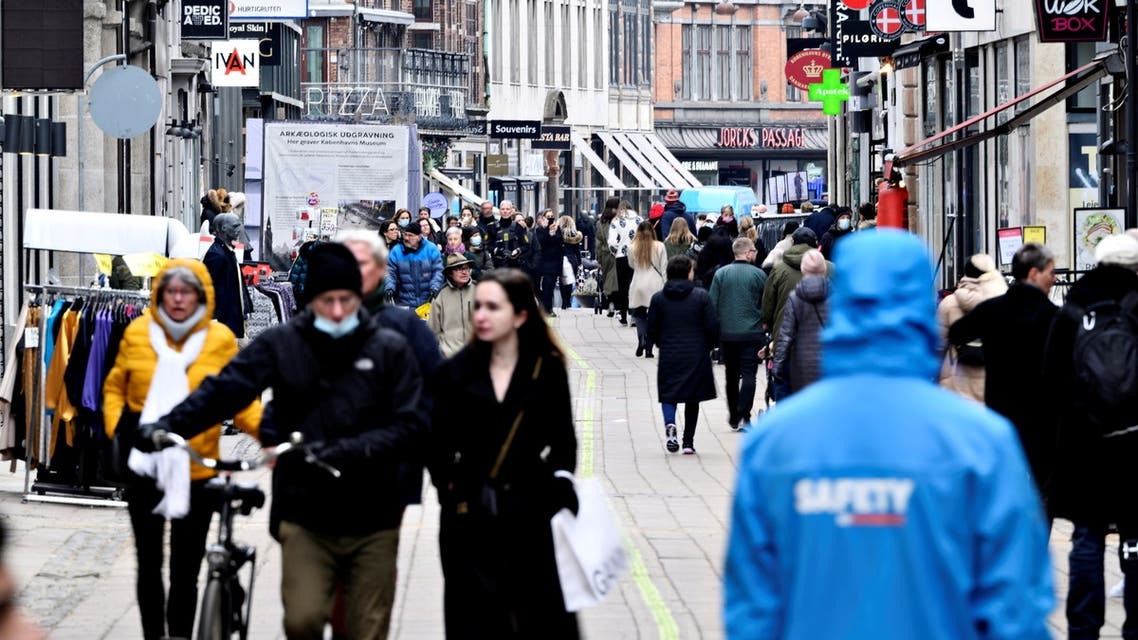 People walk on a street as stores reopen amid the coronavirus disease (COVID-19) pandemic in Copenhagen, Denmark March 1, 2021. (File photo: Reuters)