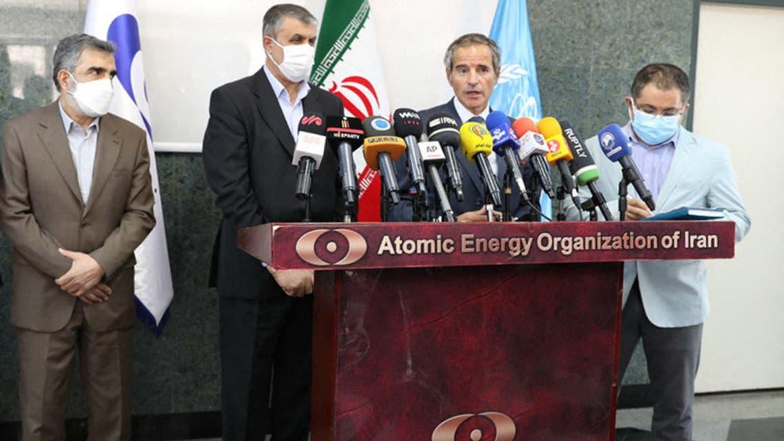 رافاييل غروسي ومحمد إسلامي في طهران يوم 12 سبتمبر (فرانس برس)