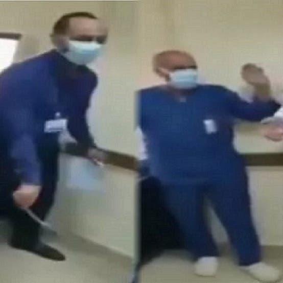 """بعد شهر من واقعة هزت مصر.. الحكم على طبيب """"السجود للكلب"""""""