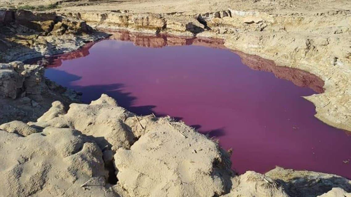 البركة الحمراء الغريبة في الأردن