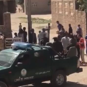 ضربوها بسياط..فيديو صادم لعناصر طالبان ينقضون على امرأة