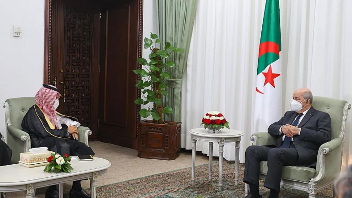 الرئيس الجزائري عبد المجيد تبون لدى استقباله فيصل بن فرحان بن عبدالله وزير الخارجية السعودي