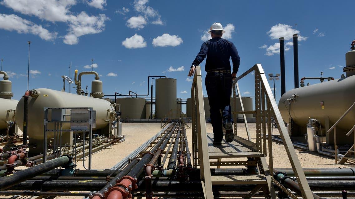 منشأة طاقة في حوض بيرميان للنفط الصخري الأميركي (رويترز)
