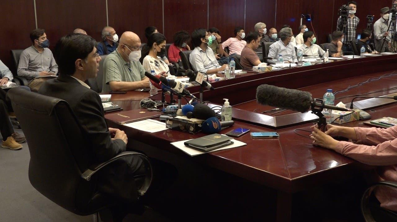 معید یوسف بین الاقوامی میڈیا کو بریف کر رہے ہیں: فوٹو العربیہ اردو